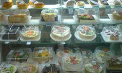 Отдел по продаже хлеба и тортов в торговом центре