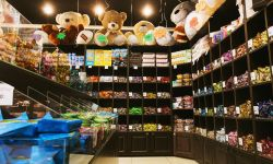 Кондитерский магазин с детской комнатой и зоной кафе