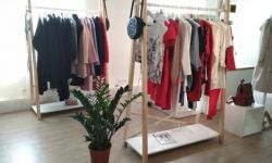 Шоу-рум модной женской одежды в ТЦ