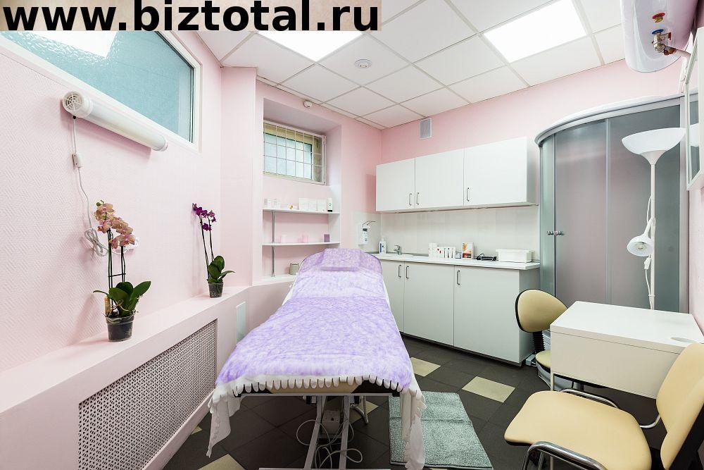 Оборудованный кабинет в косметологической клинике