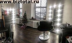 Парикмахерское кресло в маленькой студии в ЦАО