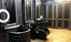 Кресло парикмахера в стильном дизайнерском салоне