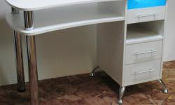 Маникюрный стол с каретной стяжкой
