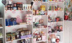 Работающий магазин подарков и сладостей