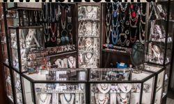 Магазин бижутерии и косметики