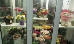 Магазин цветов на входе в торговый центр