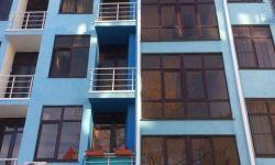 """Продается замечательная квартира у самого синего моря в Адлере. Статус """"квартира"""". С документами. Предложение реальное. Пляж бесплатный (50 метров от дома). Таких предложений в данной ценовой политике нет.  В квартире - 5 окон, балкон с чудным видом. Выпо"""