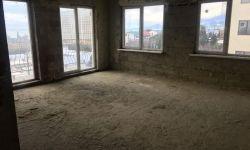 Продаю квартиру в Адлере ЖК Корона. Дом полностью готов получили документы на вод в Эксплуатацию, статус Квартиры. Квартира расположена на среднем этаже, прямой вид на море. До благоустроенного пляжа всего 300 метров. У дома своя огромная придомовая терри