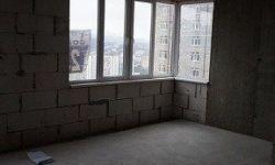 Предлагаю 2-х комнатную квартиру площадью 48 м2. ЖК Майами. Квартира расположена на втором этаже монолитного дома. Квартира угловая с балконом вид во двор зелень. Квартира свободной планировки три окна можно планировать в две изолированные спальни и прост