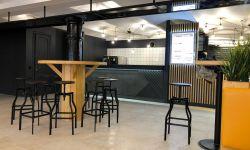 Фудкорт с 3 ресторанами напротив метро