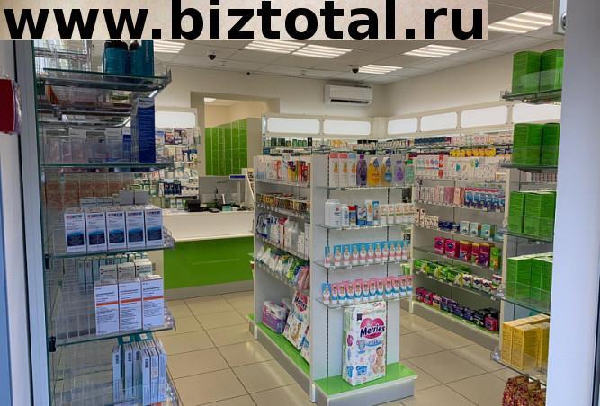 Аптека на первом этаже жилого дома