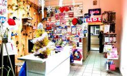 Магазин цветов и подарков в проходном месте