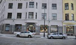 Помещение магазина на первом этаже
