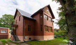 424 кв.м. дом, 127 кв.м. хозпостройка, Ул.Яня Плиекшана 93, Дзинтари, Юрмала, Латвия.
