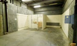 Продам  помещение под Автосервис площадью: 300 кв.м.  Первая линия.