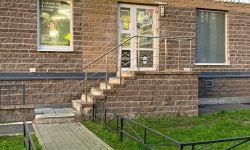 Продам отличное коммерческое помещение свободного назначения: Характеристики помещения: - Вид сделки: Прямая продажа - Площадь помещения: 27.6 кв. м. - Электроснабжение : 15 кВт - Высота потолков: 2 м. - 1 этаж, отдельный вход со стороны улицы Николая Руб